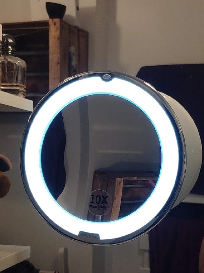 Miroir grossissant 10x avec Lumières LED Beautural